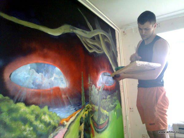 Евсей Ярошенко пишет картину на стене!
